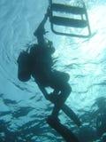 Operatore subacqueo che esce acqua Immagini Stock Libere da Diritti