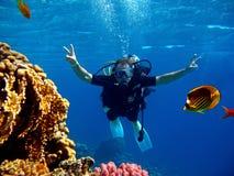 Operatore subacqueo nel mare immagini stock libere da diritti