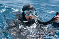 Operatore subacqueo pronto a tuffarsi fotografia stock