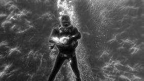 Operatore subacqueo sotto acqua immagine stock