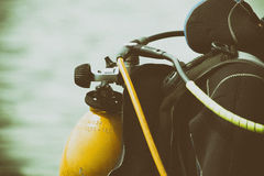 Operatore subacqueo sul fiume fotografie stock