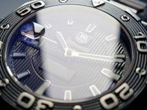 Operatore subacqueo Watch di Heuer Aquaracer 500 dell'etichetta Fotografia Stock