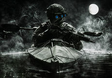Operatori delle forze speciali con gli occhiali di protezione di visione notturna Fotografia Stock