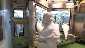 Operatori farmaceutici sul lavoro Industria farmaceutica archivi video