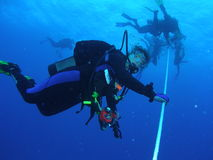 Operatori subacquei ad una fermata di sicurezza Immagini Stock Libere da Diritti