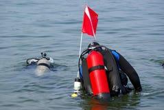 Operatori subacquei che vanno giù Fotografia Stock