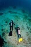 Operatori subacquei nello sconosciuto Immagine Stock