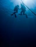 Operatori subacquei sulla corda Immagini Stock