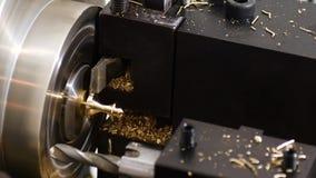 Operazione della saldatura del macchinario di rotazione del tornio del lavoro in metallo archivi video
