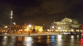 Opernhaus Dresdens Semper an Theaterplatz-Quadrat lizenzfreies stockbild