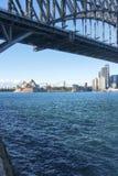 Opernhaus unter der Brücke Stockfoto