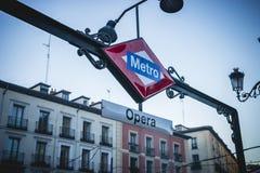Opery stacja metru, stara ulica w kapitale Hiszpania Obrazy Stock