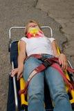 Opfer auf Bahre Stockbilder