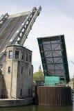 Opgeheven brug met bridgeman toren. Royalty-vrije Stock Afbeeldingen