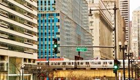 Opgeheven Chicago & x28; el& x29; trein bij spitsuur Royalty-vrije Stock Afbeeldingen