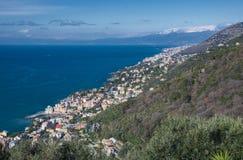 Opgeheven mening langs de kustlijn van Genua royalty-vrije stock foto's