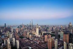 Opgeheven mening van de horizon van Shanghai stock afbeeldingen