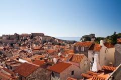 Opgeheven mening van de stad van de stadsmuren, Dubrovnik Stock Foto's