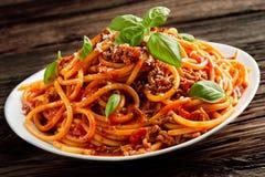 Opgehoopte plaat van Italiaanse spaghetti Bolognaise Royalty-vrije Stock Afbeeldingen