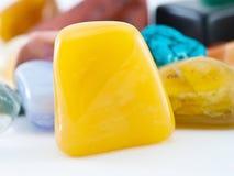 Opgepoetste gele agaathalfedelsteen Royalty-vrije Stock Foto