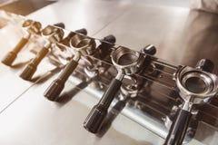 Opgepoetste machine om koffie te maken Stock Foto's