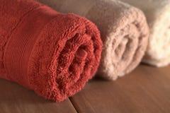 Opgerolde Handdoeken Stock Foto's