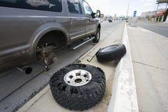 Opgesplitst voertuig op weg. Stock Afbeeldingen