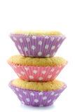 Opgestapelde drie cupcakes Stock Afbeeldingen