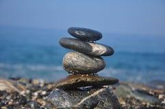 Opgestapelde kei in het overzeese strand Royalty-vrije Stock Fotografie