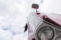 Opgetilde bonnet van hersteld Triumph Herald Stock Fotografie