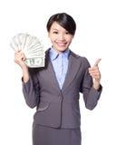Opgewekte bedrijfsvrouw met geld royalty-vrije stock afbeelding