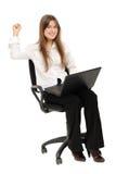Opgewekte vrouw die met laptop van succes geniet Royalty-vrije Stock Afbeelding