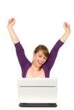 Opgewekte vrouw met laptop Royalty-vrije Stock Fotografie