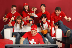 Opgewekte Zwitserse sportenventilators royalty-vrije stock foto's