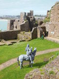 Opgezette ridder in kasteel stock foto