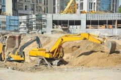 Opgravende machine op bouwwerf Stock Afbeelding
