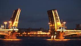 Ophaalbrug bij nacht Heilige-Petersburg, Royalty-vrije Stock Afbeelding