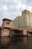 Ophaalbrug over de nieuwe rivier Royalty-vrije Stock Afbeelding