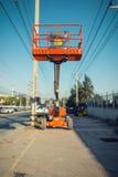 Opheffende boomlift in bouwwerf , Heftoestel Stock Foto