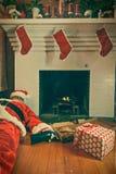 Opiły i Przechodzący Out Święty Mikołaj Zdjęcie Royalty Free