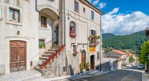 Opi i en sommareftermiddag, lantlig by i den Abruzzo nationalparken, landskap av L ` Aquila, Italien Royaltyfria Foton