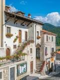 Opi i en sommareftermiddag, lantlig by i den Abruzzo nationalparken, landskap av L ` Aquila, Italien Royaltyfria Bilder