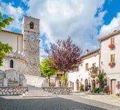 Opi i en sommareftermiddag, lantlig by i den Abruzzo nationalparken, landskap av L ` Aquila, Italien Arkivfoto