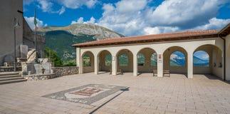 Opi lantlig by i den Abruzzo nationalparken, landskap av L ` Aquila, Italien Royaltyfri Bild