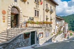 Opi lantlig by i den Abruzzo nationalparken, landskap av L ` Aquila, Italien Royaltyfria Bilder