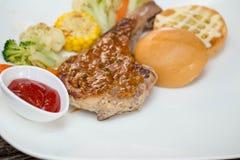 Opieczenia mięso z grilla materiałem Fotografia Royalty Free