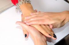 Opieka dla kobiet ręk Zdjęcia Royalty Free