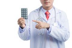 Opieka zdrowotna i medyczny pojęcie - azjatykcia mel lekarka z bąblem p Obrazy Royalty Free