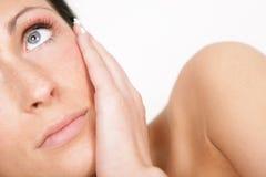 opieki zdrowej skóry myśląca kobieta Zdjęcia Royalty Free