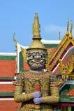 Opiekun Buddyjski nauczanie w Royal Palace Bangkok, Tajlandia zdjęcia royalty free